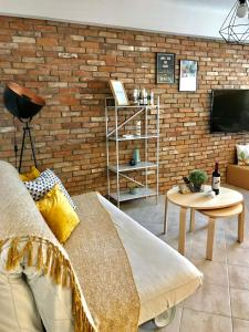 A seating area at Clean & Comfortable Apartments