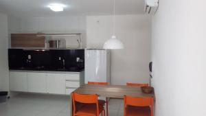A kitchen or kitchenette at Apartamento Iloa Resort