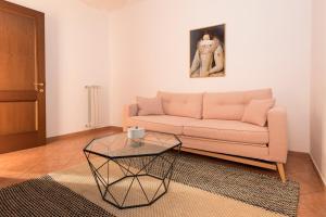 A seating area at Sonder — San Pietro Vaticano