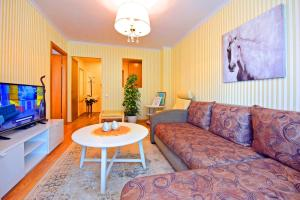 A seating area at Apartments Trakai 55 in the Trakai city centre