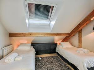 Uma cama ou camas num quarto em Welkeys - Villa Herminie Apartment