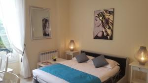 A bed or beds in a room at Studio Promenade du Paillon