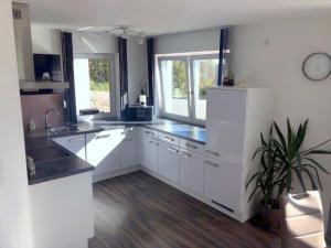 A kitchen or kitchenette at Sonnseite