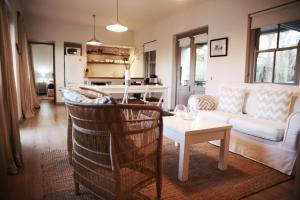 A seating area at La Chataigne Wines & Guest Cottages