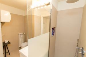 A bathroom at Amazing studio in San Babila