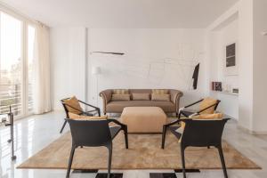 A seating area at Apartamento deluxe calle Imagen