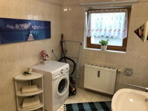 Ein Badezimmer in der Unterkunft Ferienwohnung Aretsried