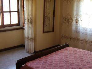 Una cama o camas en una habitación de Edificio El Ebro. Dpto 11