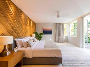 A bed or beds in a room at Noku Beach House - an elite haven