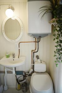 A bathroom at Quiet Cabin in Swedish Country