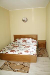 Кровать или кровати в номере Impreza Apartment на Авиационной