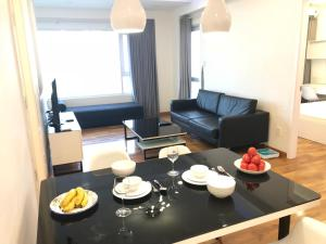 A seating area at Nancy Sweet Apartment - A1506
