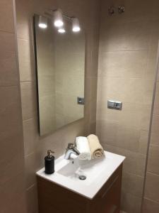 A bathroom at Ap. Palacete Marqués d la Vega