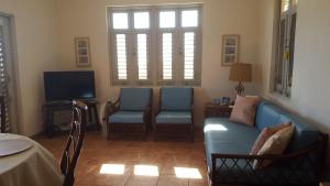 A seating area at Vista Bella Apartments