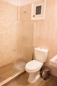 Een badkamer bij Kyra Panagia ApartHotel