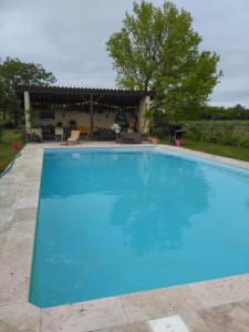 The swimming pool at or close to L'ancien Atelier