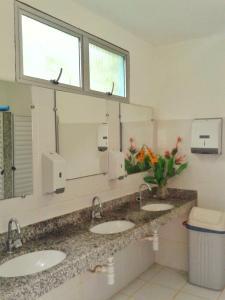 A bathroom at Sitio Flores da Mata
