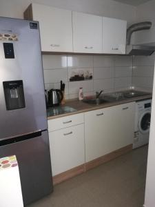A kitchen or kitchenette at Try the Central Felling