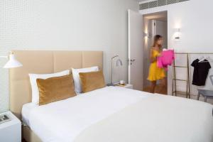 A bed or beds in a room at Hello Lisbon Baixa Ouro Apartments