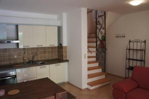 A kitchen or kitchenette at Guki Apartments