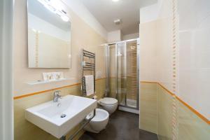 A bathroom at Nostalgia Romana