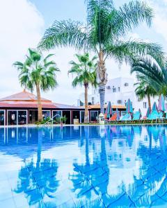 Piscina di Yiannis Manos Hotel Resort o nelle vicinanze