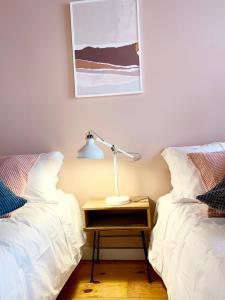 Cama o camas de una habitación en Apartments Center Castelo de São Jorge
