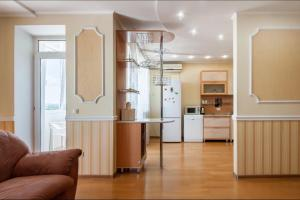 A kitchen or kitchenette at Apartment on Sobornyy 94