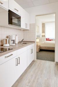 A kitchen or kitchenette at Gästehaus Pauline