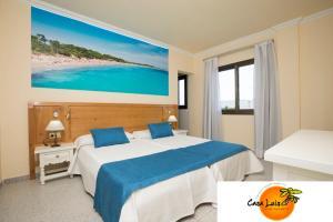 Een bed of bedden in een kamer bij Casa Luis Apartments