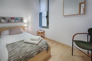 سرير أو أسرّة في غرفة في Habitat Apartments Alibei
