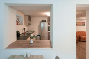 A kitchen or kitchenette at Apartment am Grafenberger Wald