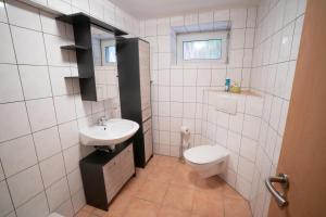 A bathroom at Apartment am Grafenberger Wald