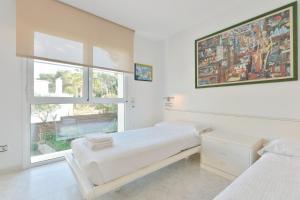 Ein Bett oder Betten in einem Zimmer der Unterkunft San Agustin des Vedra Villa Sleeps 9 Pool Air Con