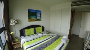 A bed or beds in a room at Beachfront Seaview/City view on 26th Floor 1 BR 8