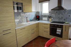 A kitchen or kitchenette at Maison de village Ramatuelle