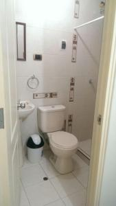 Un baño de 2405 Avenida de la Cultura
