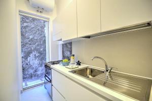 Cucina o angolo cottura di Positano Villa Sleeps 3 Air Con WiFi