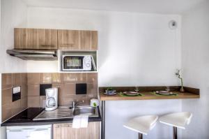Cuisine ou kitchenette dans l'établissement Zenitude Hôtel-Résidences Le Maestria