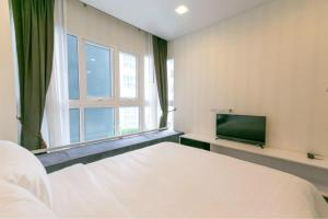 A bed or beds in a room at Doi Suthep View Deluxe Double Suite 0017160w