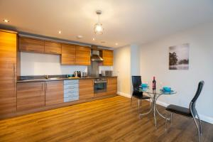 A kitchen or kitchenette at Belgrade Plaza Serviced Apartments