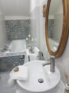 A bathroom at Clearco Holiday House