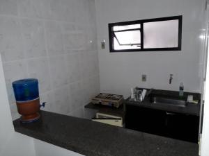 A kitchen or kitchenette at Sala, quarto, cozinha e varanda localização excelente