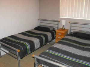 A bed or beds in a room at Oceanic, Unit 14, 8-12 North Street