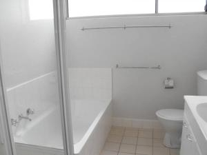A bathroom at Oceanic, Unit 14, 8-12 North Street