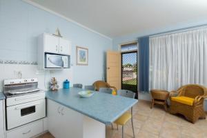 A kitchen or kitchenette at Forster Lodge 6, Cnr Wallis & West Street, Forster
