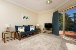 A seating area at Whitesands, Unit 103, 38 North Street