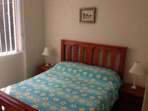 A bed or beds in a room at Beachpoint, Unit 101, 28 North Street