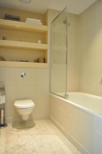 Ein Badezimmer in der Unterkunft 1 Bedroom Apartment in the heart of Canary Wharf
