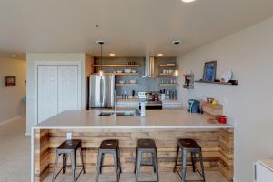 A kitchen or kitchenette at Surfer's Getaway